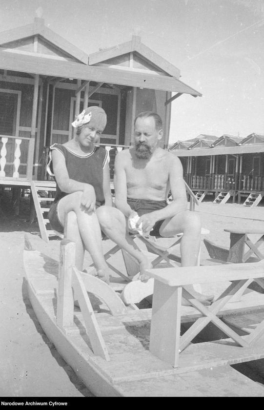 """Obraz 4 z jednostki """"Wypoczynek rodziny Lis-Olszewskich na plaży w Viareggio"""""""