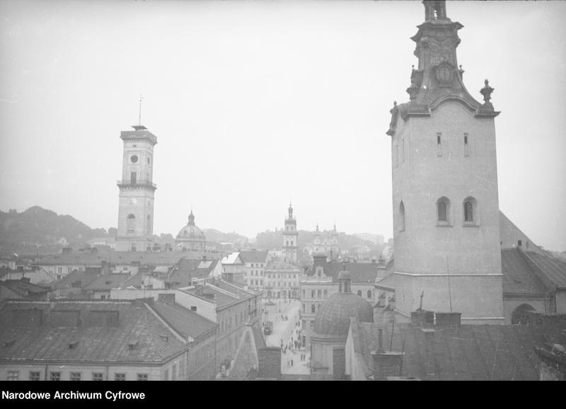 Obiekt Panorama miasta. Widoczny kościół Wniebowzięcia Najświętszej Marii Panny (na 1. planie). z jednostki Lwów