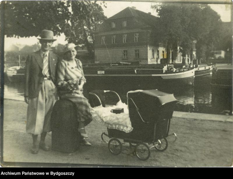 """Obraz 13 z kolekcji """"Elegancja i szyk bydgoszczan 1920-1939"""""""