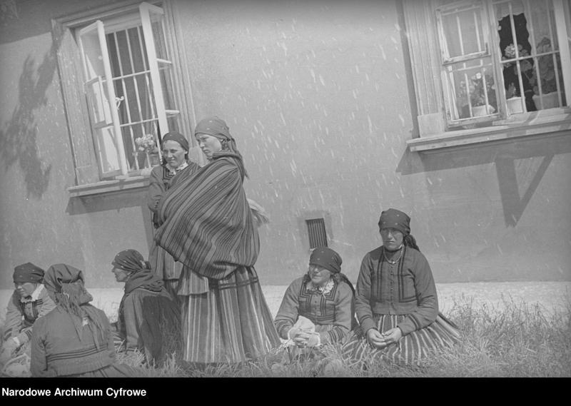 Obiekt Kobiety w strojach ludowych. z jednostki Częstochowa