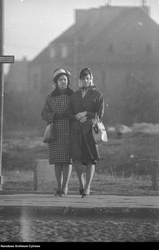 """Obraz 2 z kolekcji """"Moda damska lata 1950"""""""