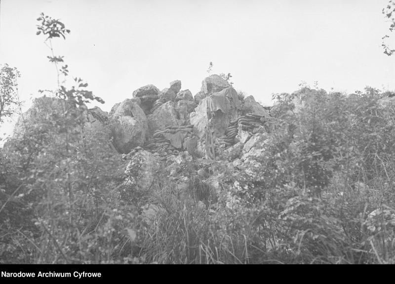 """Obraz 2 z jednostki """"Pobojowisko po bitwie o Monte Cassino - zniszczenia, jeńcy i chowanie poległych"""""""