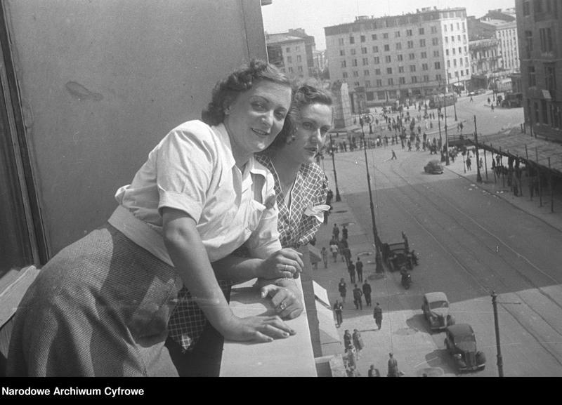 """Obraz 2 z kolekcji """"Moda damska lata 1940"""""""