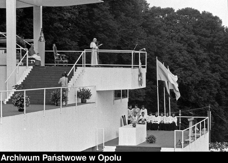"""Obraz 9 z kolekcji """"Wizyta papieża Jana Pawła II na Górze św. Anny 21 czerwca 1983 r."""""""