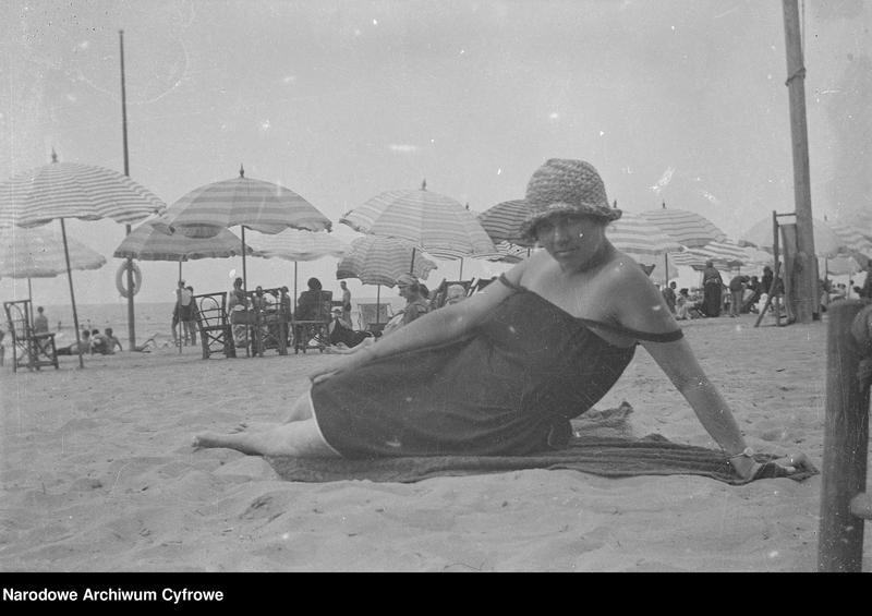 """Obraz 7 z jednostki """"Wypoczynek rodziny Lis-Olszewskich na plaży w Viareggio"""""""