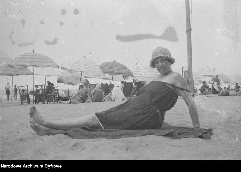 """Obraz 8 z jednostki """"Wypoczynek rodziny Lis-Olszewskich na plaży w Viareggio"""""""