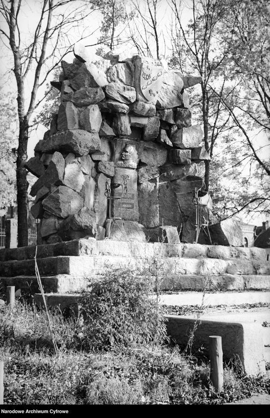 Obiekt Pomnik Józefa Piłsudskiego. z jednostki Białowieża