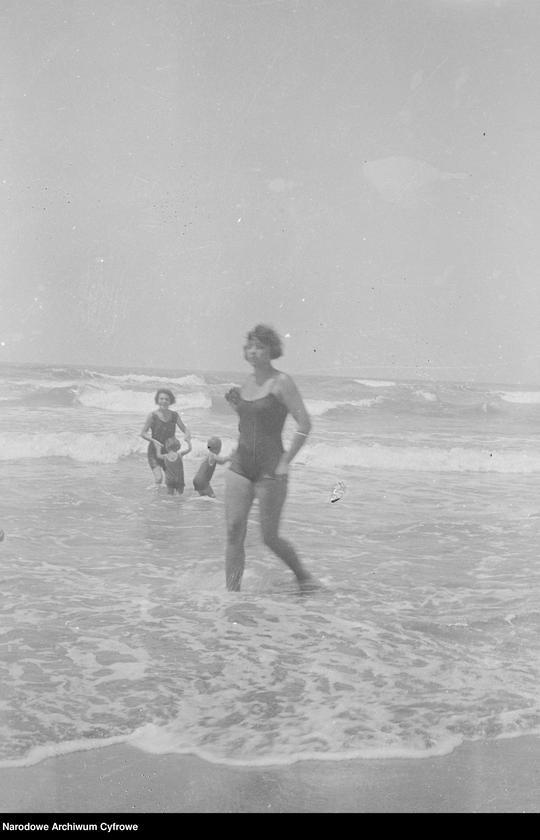"""Obraz 11 z jednostki """"Wypoczynek rodziny Lis-Olszewskich na plaży w Viareggio"""""""
