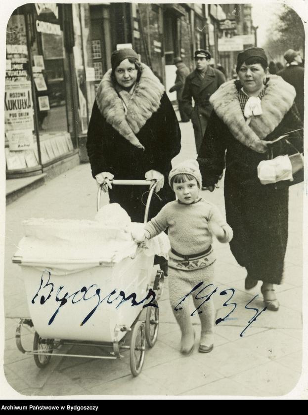 """Obraz 10 z kolekcji """"Elegancja i szyk bydgoszczan 1920-1939"""""""