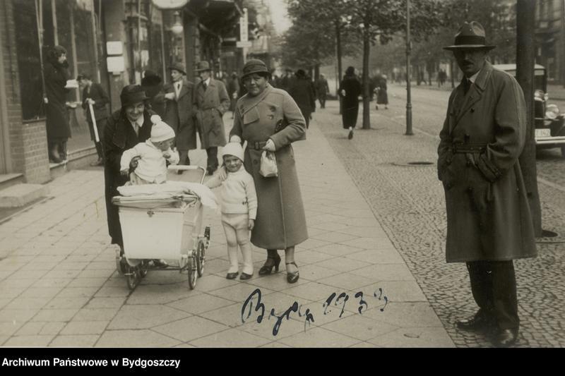 """Obraz 7 z kolekcji """"Elegancja i szyk bydgoszczan 1920-1939"""""""