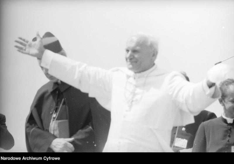 """Obraz z jednostki """"Spotkanie papieża Jana Pawła II z wiernymi w Gębarzewie pod Gnieznem podczas I pielgrzymki do Polski"""""""