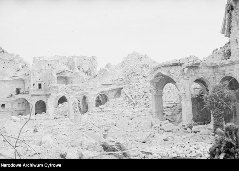 """Obraz 9 z jednostki """"Pobojowisko po bitwie o Monte Cassino - zniszczenia, jeńcy i chowanie poległych"""""""