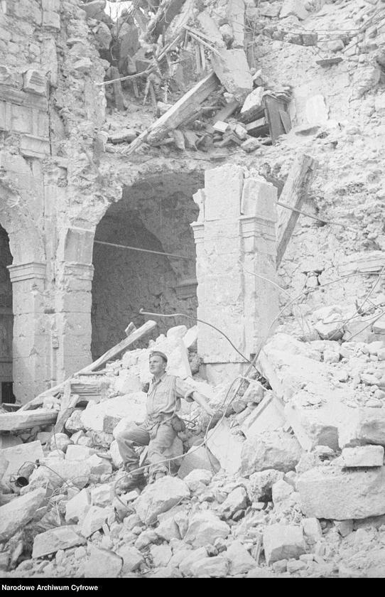 """Obraz 6 z jednostki """"Pobojowisko po bitwie o Monte Cassino - zniszczenia, jeńcy i chowanie poległych"""""""