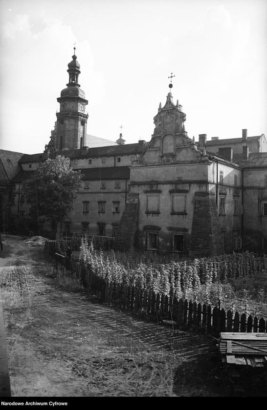 Obiekt Kościół św. Andrzeja i klasztor Bernardynów - widok zewnętrzny. z jednostki Lwów